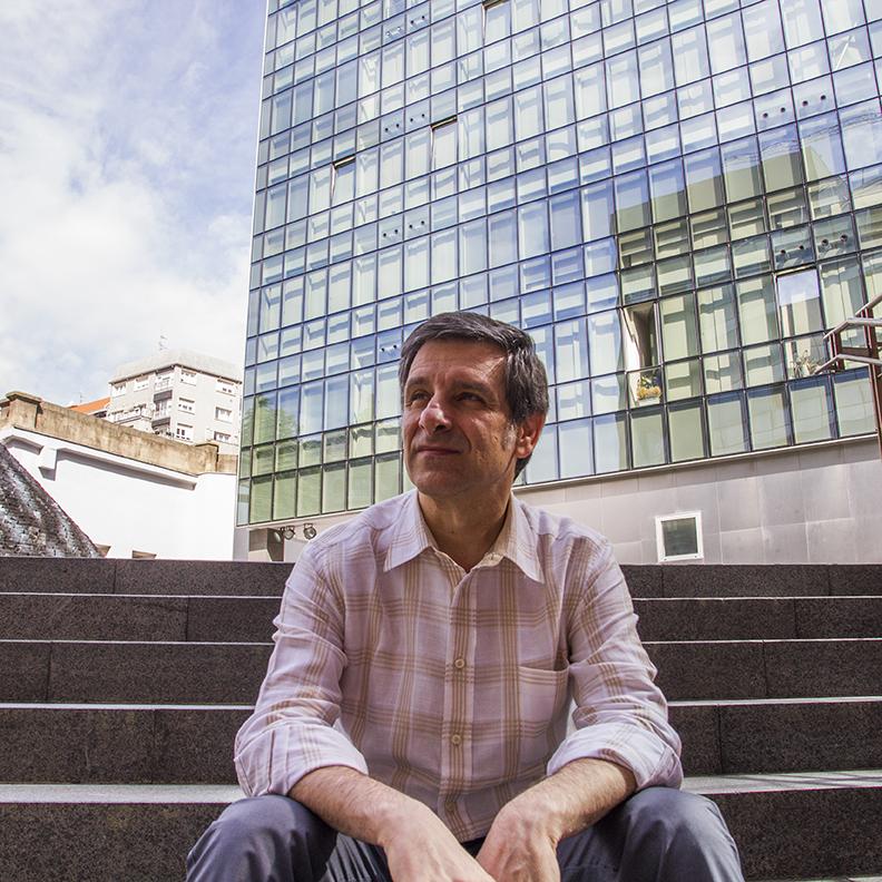 Javier Escobal Grupo init